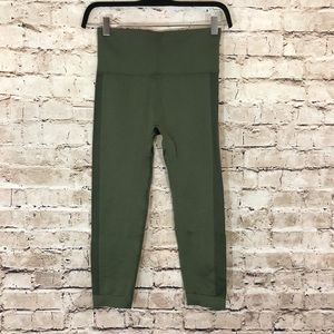 NWOT Olive green cropped seamless leggings small